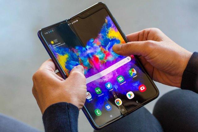 Samsung с гибким экраном