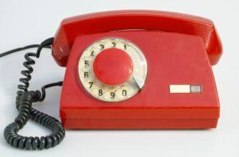 Меняют старый домашний телефон на новенький смартфон