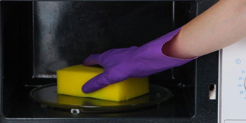 Быстрый и эффективный способ, как почистить микроволновку внутри
