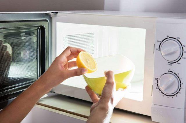 Очистка микроволновки лимоном или лимонной кислотой