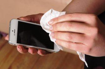 Почему нельзя чистить смартфон влажными салфетками