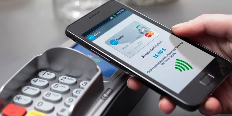 Как оплачивать покупки смартфоном, если нет NFC
