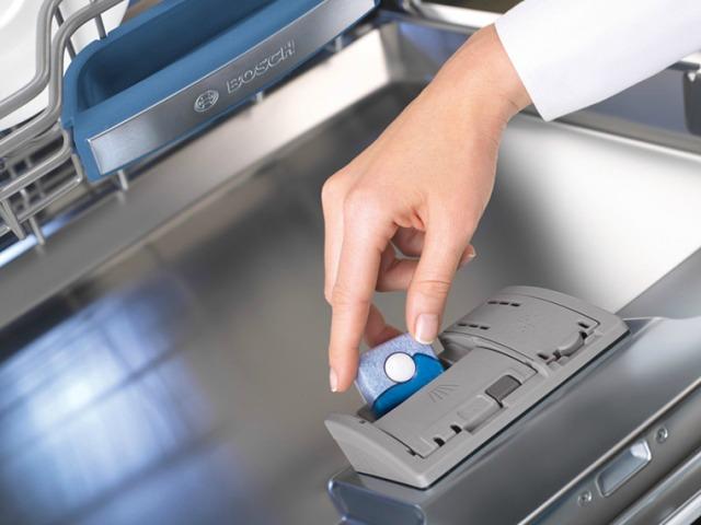 Порядок действий при включении посудомоечной машины