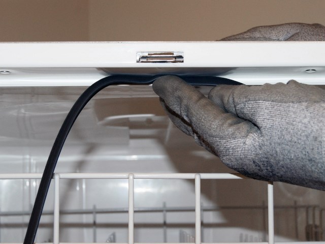 Самостоятельное устранение протечки в посудомоечной машине