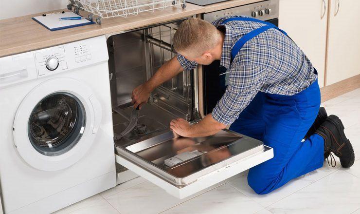 Возможные причины протекания посудомойки