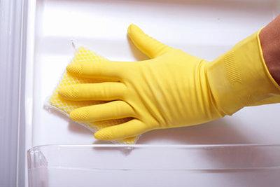 Как разморозить и очистить холодильник