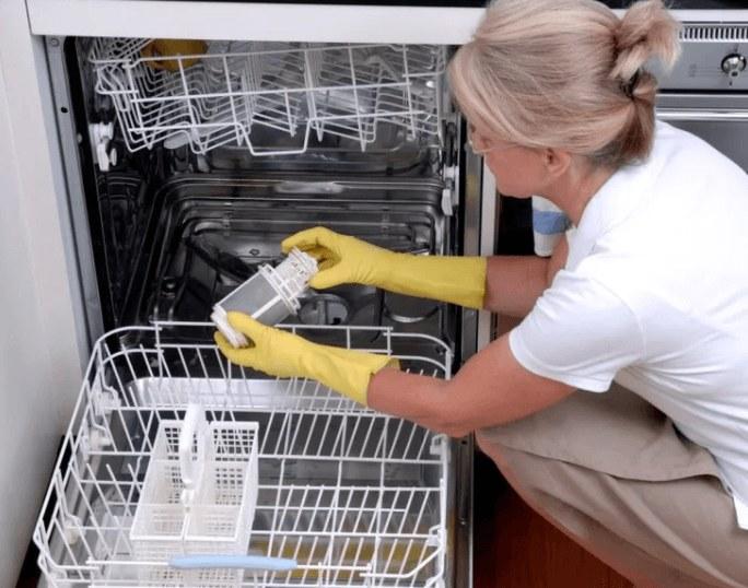 Как очищать посудомоечную машину