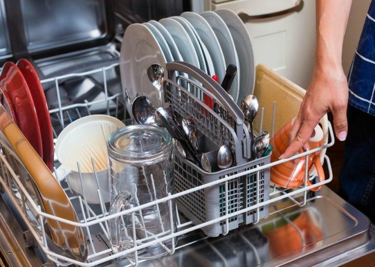 Как включить посудомойку с посудой