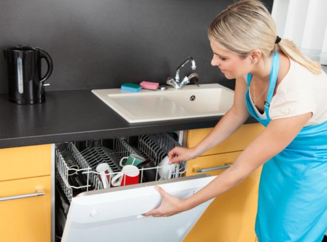 Как подготовить посудомоечную машину к первому запуску