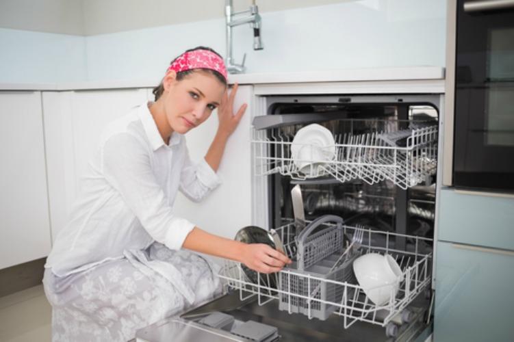 Возможные причины, почему не сушит посудомойка