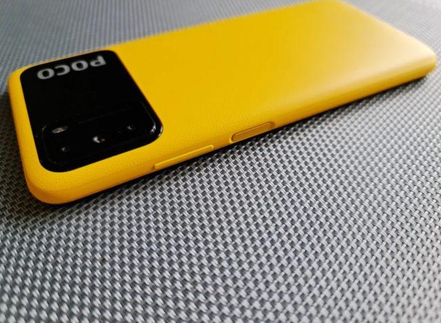 Кнопки на правой боковой грани Xiaomi Poco M3