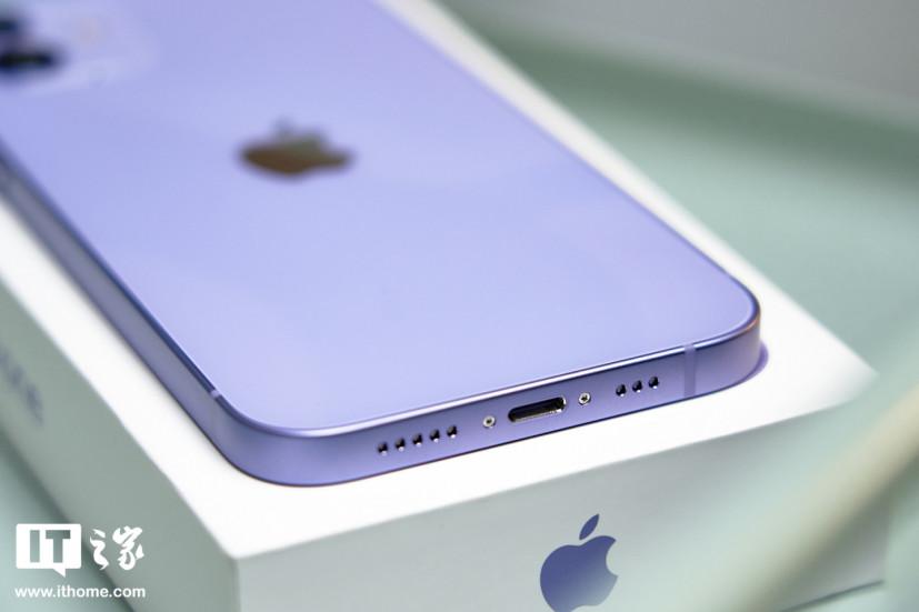 Привет, фиолет! В России уже можно купить iPhone, который узнает пользователей в маске
