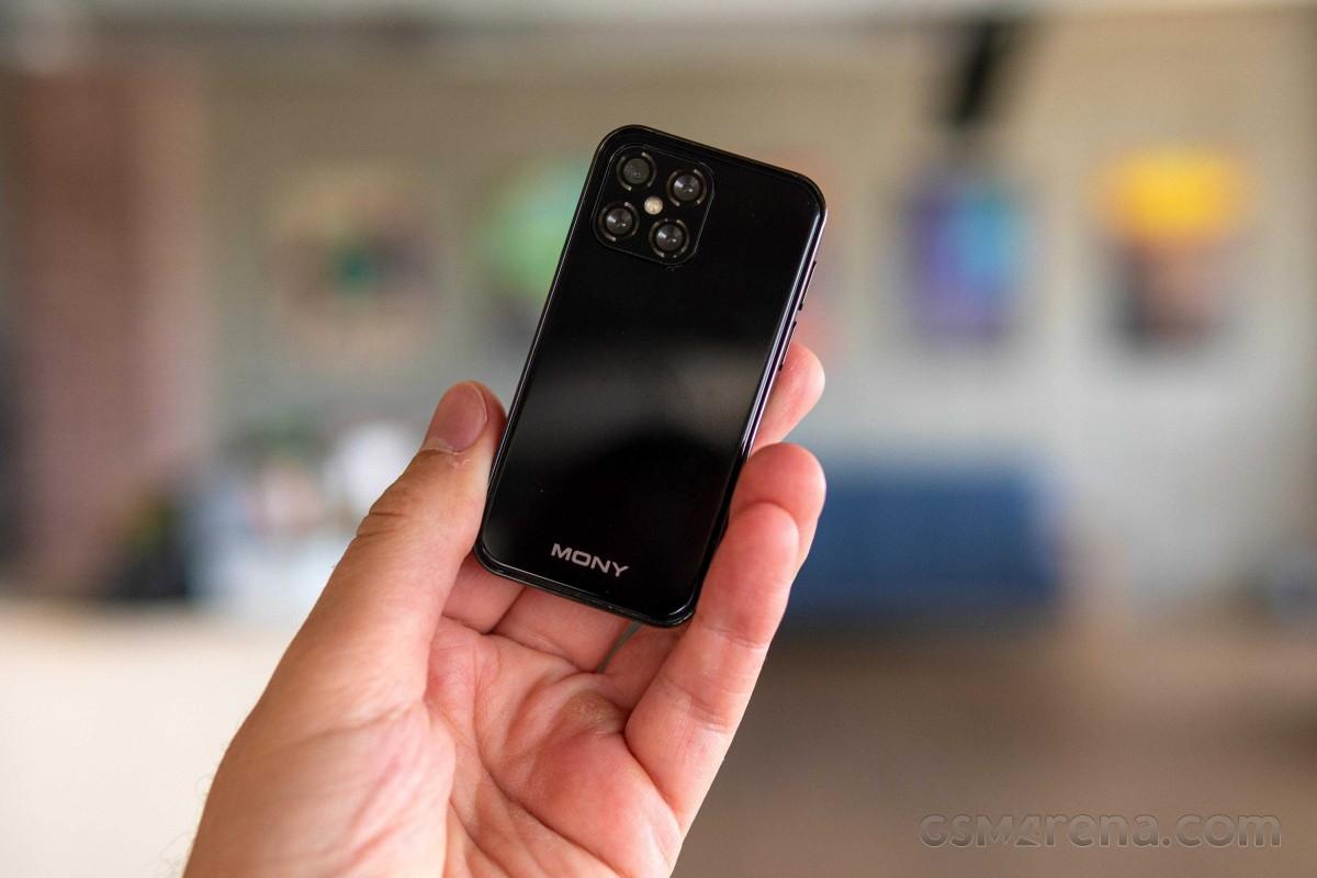 Для тех, кто ненавидит «лопаты»: вышел 3-дюймовый полноценный смартфон Mony Mist за 99 долларов