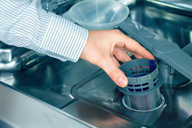 Почему стоит вода в посудомоечной машине